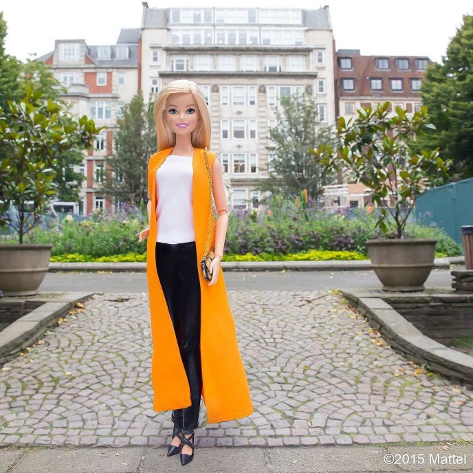 Stopping by the beautiful Golden Square to check out the fashion film screenings. ?? #lfw #barbie #barbiestyle